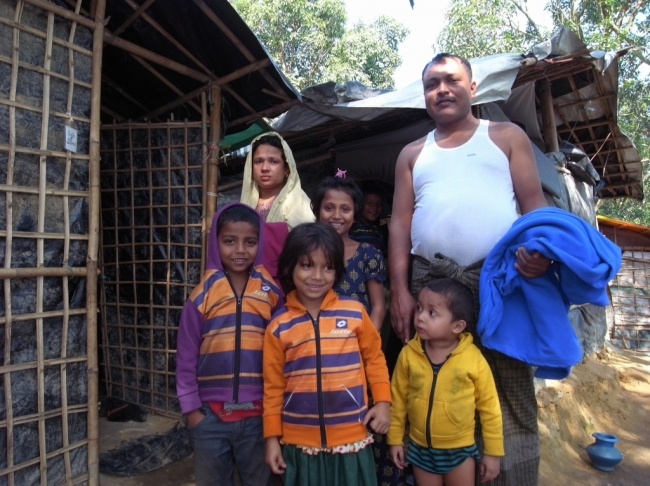 「現金がなく何も買えずにいたので助かりました」。バングラデシュのキャンプで暮らすミャンマー避難民に毛布を届けました