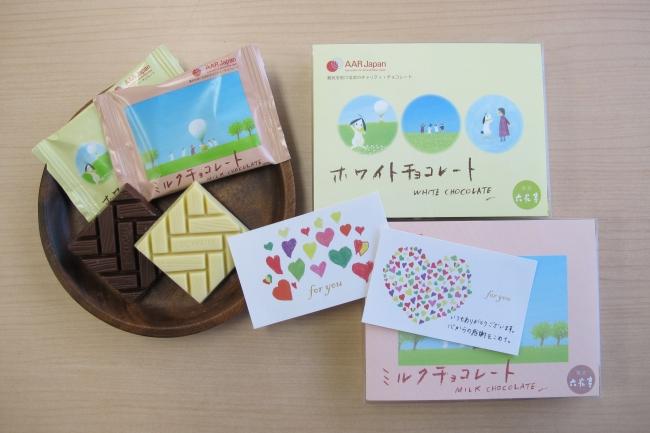 六花亭製菓株式会社(北海道帯広市)製造のミルクチョコとホワイトチョコの2種類。ともに4枚入り550円(税込)