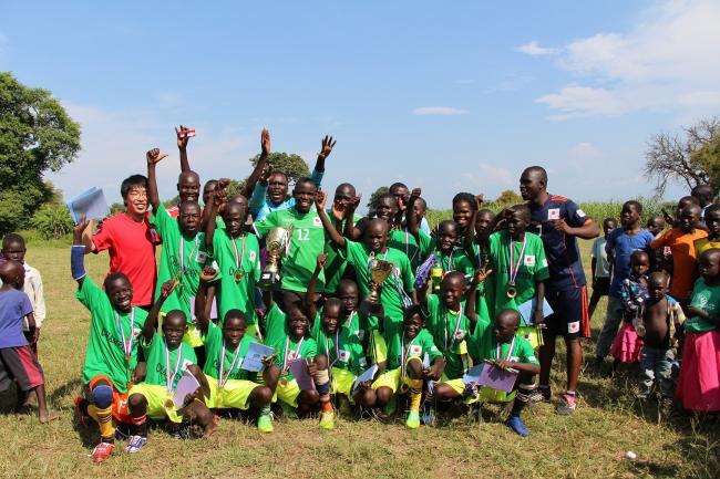 ウガンダの難民居住地で開催したスポーツイベントで。