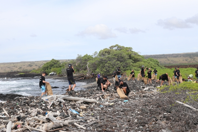 ハワイ島カミロポイント清掃2