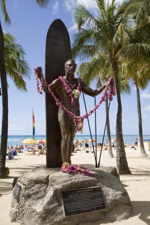 オアフ島ワイキキにあるデューク・カハナモク像
