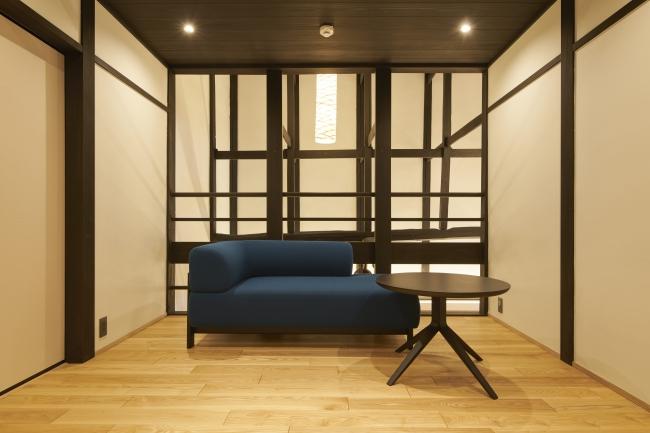 中の間のソファ(カリモク家具)