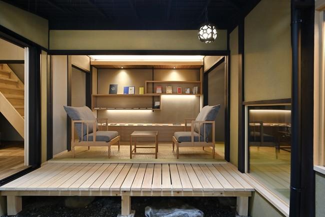 ライブラリー 京都の家具ブランド「片井意匠」によるテーブルとチェア