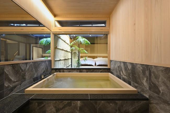 お風呂  広々としたヒノキの浴槽