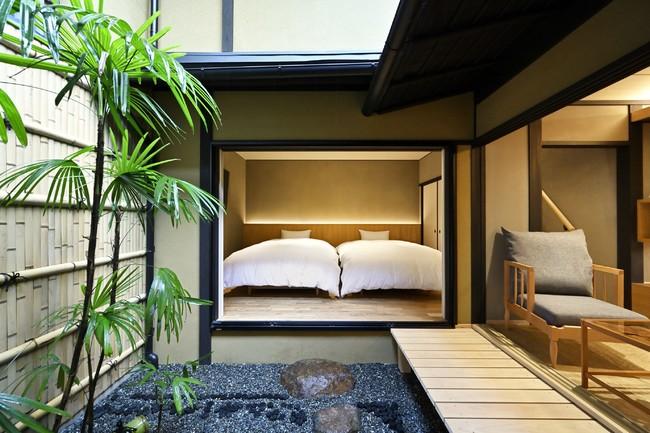 ベッドルーム  坪庭に面した開放的なベッドルーム