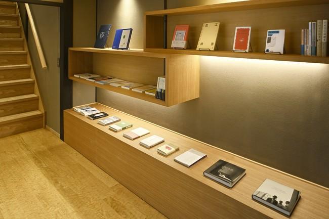ライブラリー 「京の温所 竹屋町」のためにセレクトした約40冊の書籍