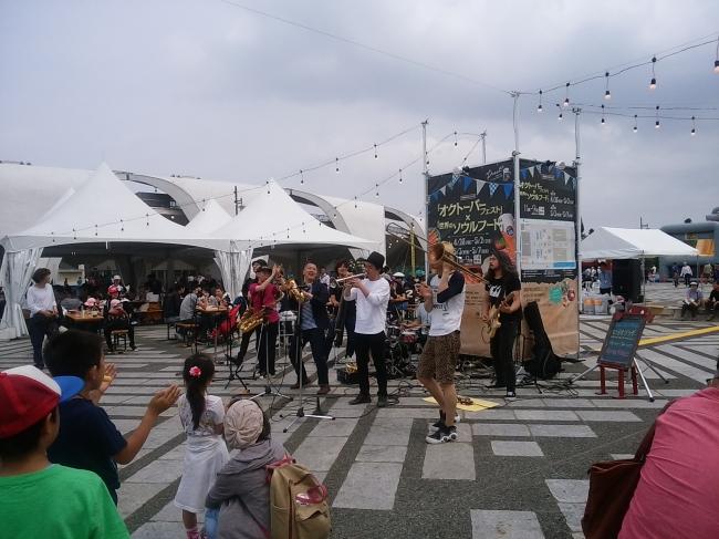 バスキングで盛り上がる会場(別イベント)