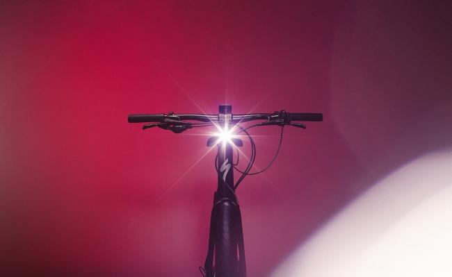 Innovate or Die(革新か、さもなくば死を)の社是の元、ライダーによりライダーのために作られたバイク。
