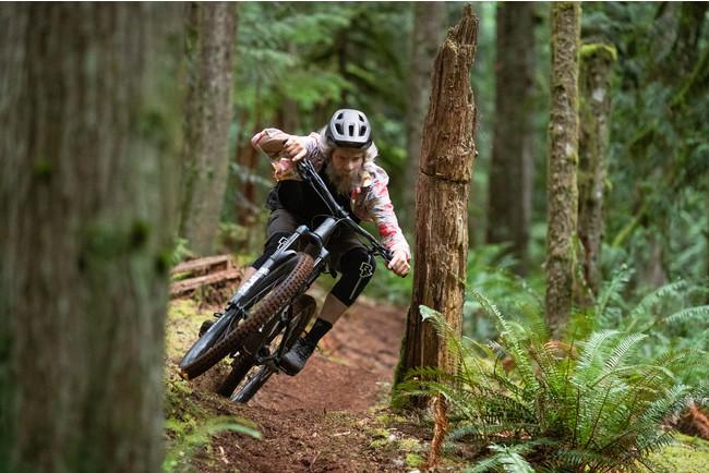 DHバイク並みの走破性と軽快な登坂性能を両立