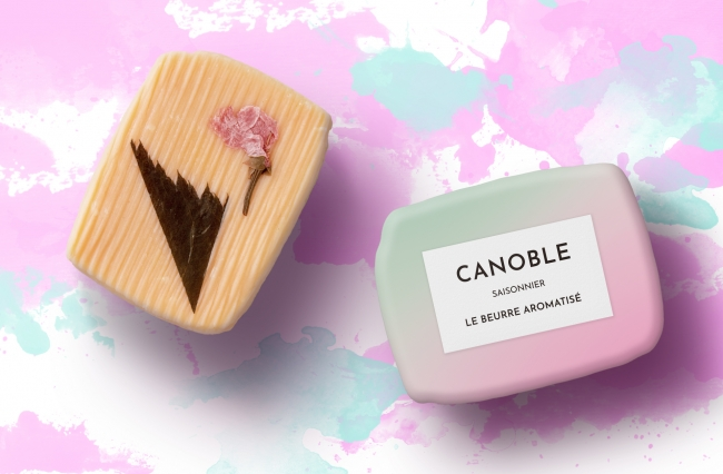 桜の花と葉の塩漬けをトッピングして和菓子のような仕上がりに