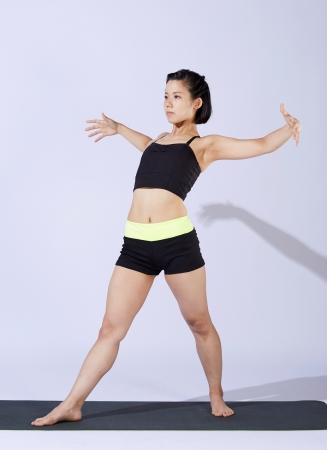 バード:胸を開き、肩甲骨周りの動きをスムーズにします