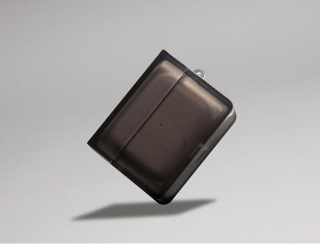厚みのあるTPU素材で、傷や衝撃からAirPods Pro本体を保護