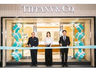 「ティファニー福岡店」リニューアルオープンを祝し、テープカットセレモニーを開催
