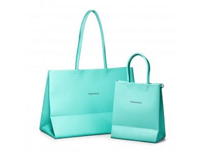 ティファニー のアイコニックなショッピングバッグを日常に。ティファニーブルーが目を引く、新レザーバッグコレクションが登場。