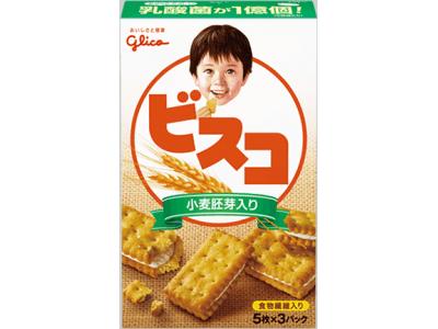深田恭子さんが「元気サクッ。」と笑顔で見つめる先には…街にそびえる巨大な「ビスコ」が出現!?