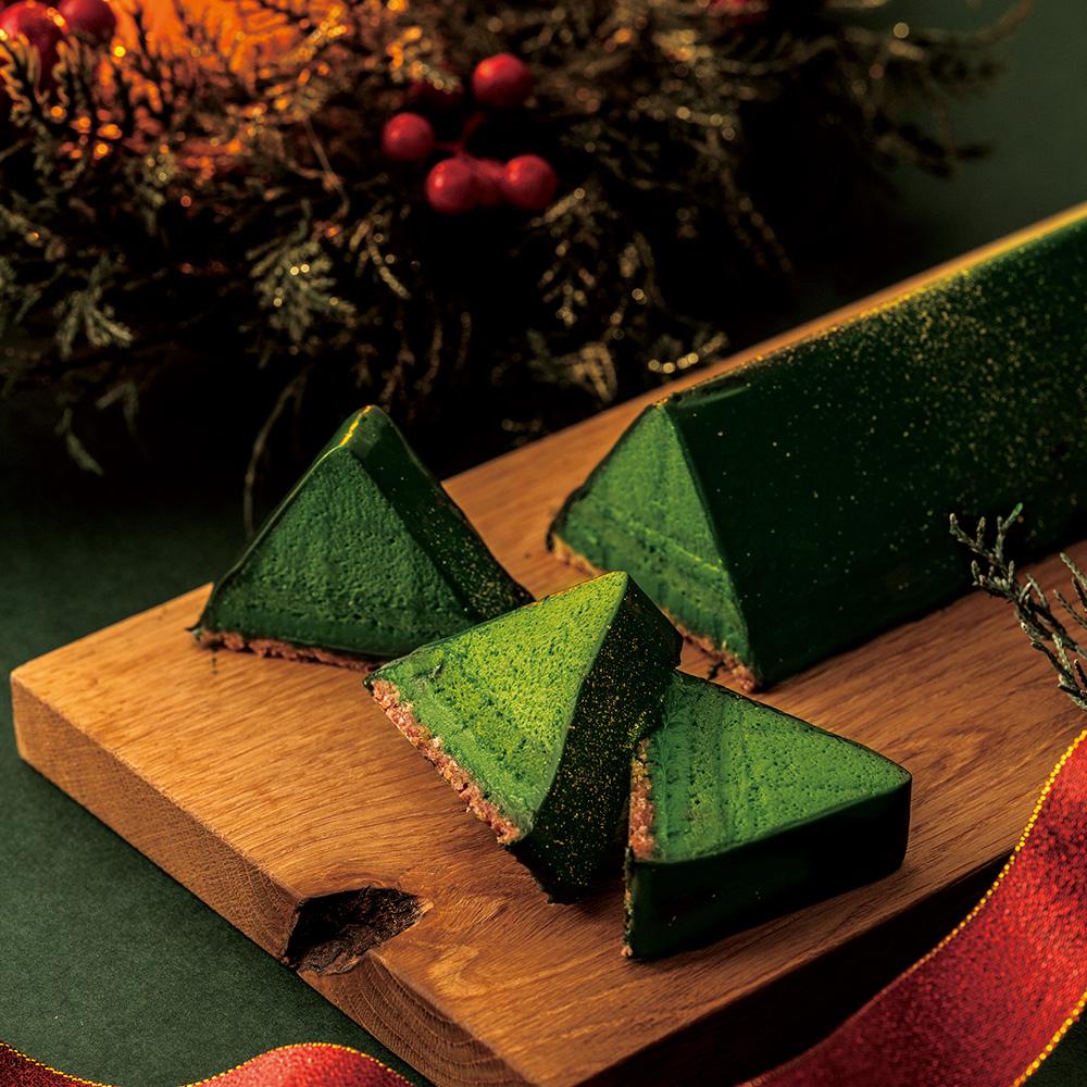重なり合う抹茶が織りなす大人のクリスマスケーキ。今年はお皿の数だけツリーが生まれる、抹茶ショコラノエル。10月31日からWEB限定で予約受付開始!