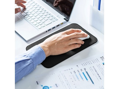 厚めのクッション素材を採用した手首にやさしい快適マウスパッド3サイズを発売。