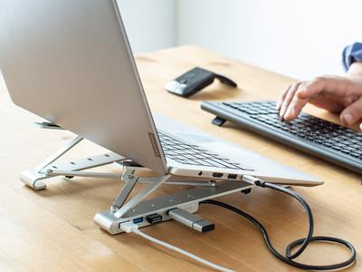 外出先でも使いやすいUSBハブ付きのコンパクトなノートパソコンスタンドを9月24日発売
