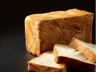 ホテル開業19周年を記念して「クロワッサン食パン」販売開始