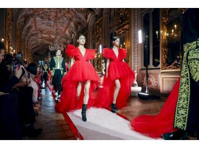 「Giambattista Valli x H&M」グローバルイベントをローマにて開催。日本からは蜷川実花、玉城ティナが来場