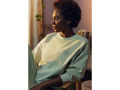 H&M、詩人のイルサ・デイリー・ワードとコラボレーションしたラウンジウェアコレクションを発売