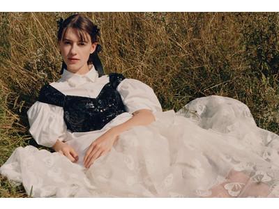 H&Mが「Simone Rocha x H&M」キャンペーン画像と動画を、本日3月1日(月)に公開