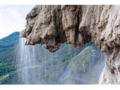 朝のメイク前に、ひんやり、くるくる。目元に湧き水ジェルのうるおいを!「アクアレオティエ リフレッシングアイジェル」
