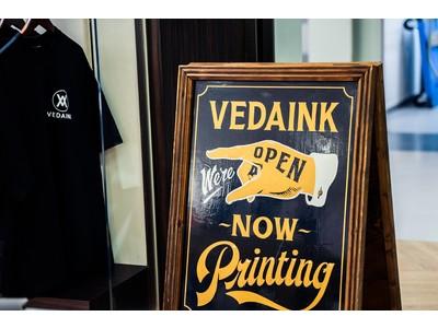 Tシャツプリントをはじめとするシルクスクリーンプリント事業を手掛ける「VEDAINK(ヴェーダインク)」が人気アンダーウエアブランドと限定コラボ。