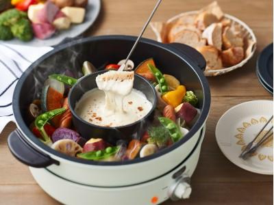 レトロクラシックなカラーとデザインで人気のToffyキッチン家電シリーズから置くだけ簡単「内鍋」付で色々使えるグリル鍋「Toffy電気グリル鍋」発売!