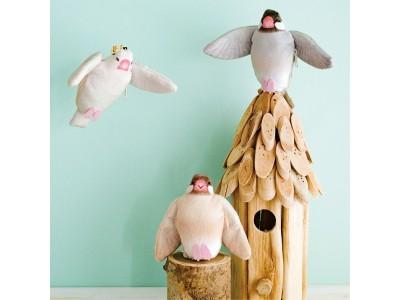 小鳥好きさんに捧げる「ブンチョウキーリールホルダー」「インコミニがま口」フェリシモ『小鳥部』から新アイテムが登場!