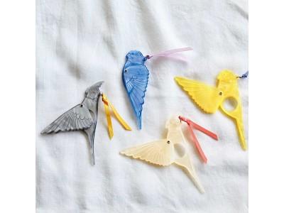 小鳥好きさんのための部活動『小鳥部(TM)』から「スサーッと翼を広げる 小鳥のマスコットルーペ」が登場!