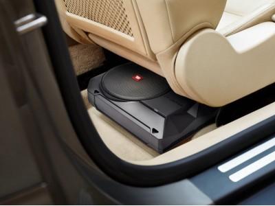JBLオートモーティブ新商品 フロントシート下に収まる省スペース設計サブウーファー「BASSPRO SL2」新登場
