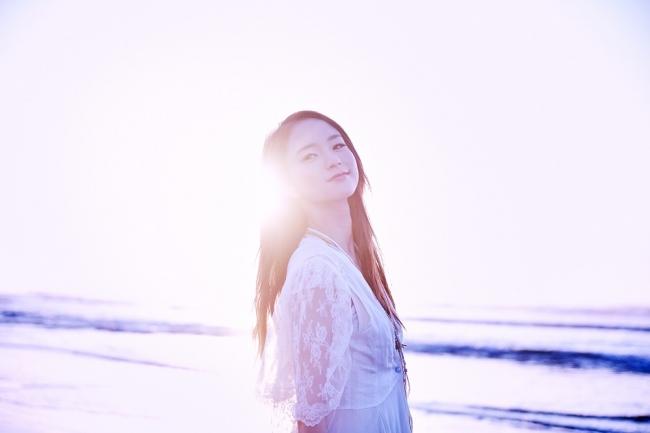 この夏、日本中のラジオでオンエアされている2016年最注目の新人シンガーLeola(レオラ)の2ndシングル「Let it fly」、遂に本日リリース!