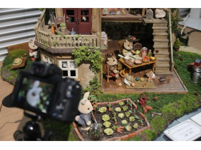 シルバニアファミリー展コラボレーション企画「ドールハウス作家がつくるシルバニアファミリーの世界 撮影体験イベント」を開催