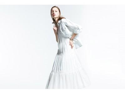 プリーツテクニックでスタイルアップ!ルミノーゾ・コムサがつくるふんわりシルエットのティアードドレス発売