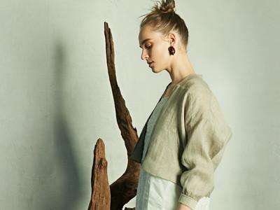 素材は地球環境にも身体にも優しい植物繊維!アクセサリー感覚でちょこんと着るミニ・ブルゾン