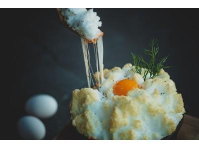 """サクふわスフレが3種のチーズを包む「ふわふわの""""無重力""""チーズオムライス」 『CCC Cheese Cheers Cafe チーズチーズカフェ』恵比寿店限定で提供開始!"""