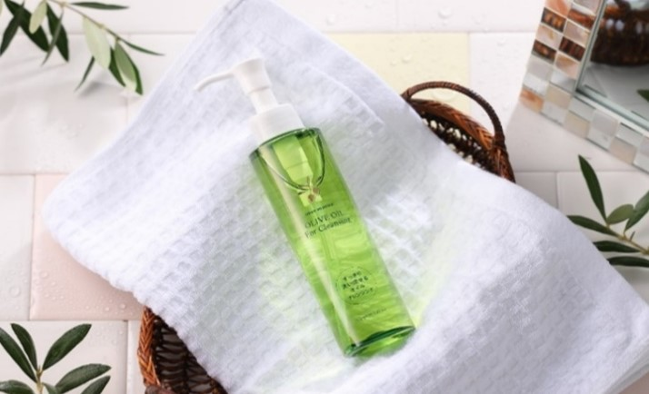 「オリーブマノン」シリーズから、オリーブオイルを主体とした洗い流せるクレンジングオイルが新登場 日本... 画像
