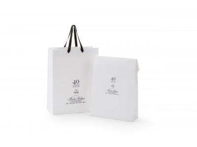 """ブルックス ブラザーズに日本上陸40周年を記念した""""ショッピングバッグ""""、""""シャツバッグ""""が登場します。"""