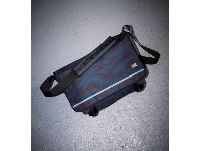 タイガーストライプカモを纏ったニューエラのメッセンジャーバッグ