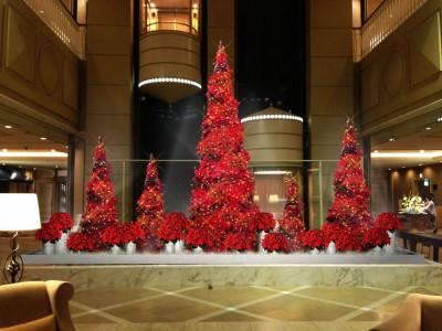 【神戸メリケンパークオリエンタルホテル】ドラマチックで華やかな赤いクリスマスツリーが登場 ホテルで過ごすとっておきのクリスマスプラン2019