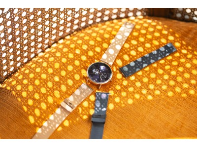 BERINGの人気シリーズChangesから、日本限定の新色が登場。深いネイビーとローズゴールドの組み合わせが美しい新色です。