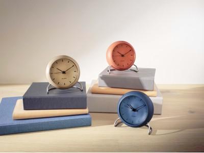 北欧デンマークデザインの巨匠アルネ・ヤコブセンがデザインしたテーブルクロックのキャンペーンを開始します。