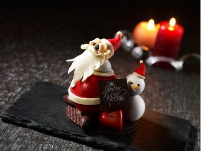 【ザ・プリンス パークタワー東京】クリスマスに幸せを運ぶサンタクロースのチョコレート細工を販売