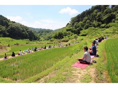 岡山県久米南町の地方創生プロジェクト『TANADA YOGA in 岡山県上籾棚田』6月9日開催 復元した棚田のあぜ道で瞑想・ヨガ体験