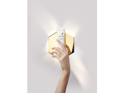 ゲランの人気スキンケアシリーズ〈アベイユ ロイヤル〉より、清潔に美しい手肌へ導く2つの新製品が登場。