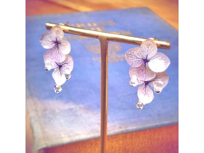 【美しい】朝露が花から流れ落ちる瞬間を表現したピアスがヴィレヴァンオンラインに新登場!