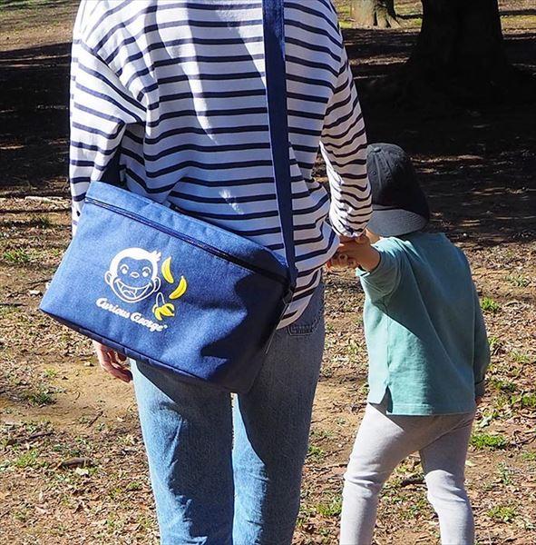 【おさるのジョージ】ピクニック用の保冷バッグやバナナ型のボディバッグがヴィレヴァンオンラインに新登場!