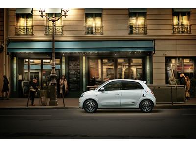 パリの街角でシックな存在感を放つ限定車ルノー トゥインゴ インテンス リミテ/インテンス キャンバストップ リミテ発売