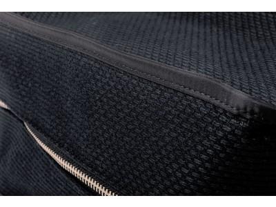 スタイリスト金子綾が、オーダーメイド商品開発サービス「TSUKURIBA」と共同開発 日本の伝統的手しごと刺子織の、おうちでも使えるスタッキングバック新発売